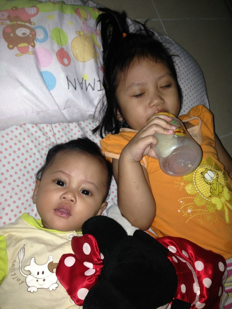 20131118-170230.jpg {focus_keyword} 3 Years old Iman dan 3 Months old Hannan 20131118 170230